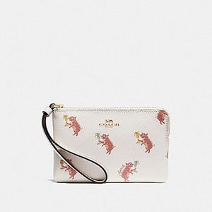 NWT Coach adorable pig wristlet!!